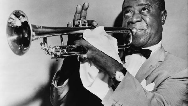 Louis_Armstrong_restored-780x438