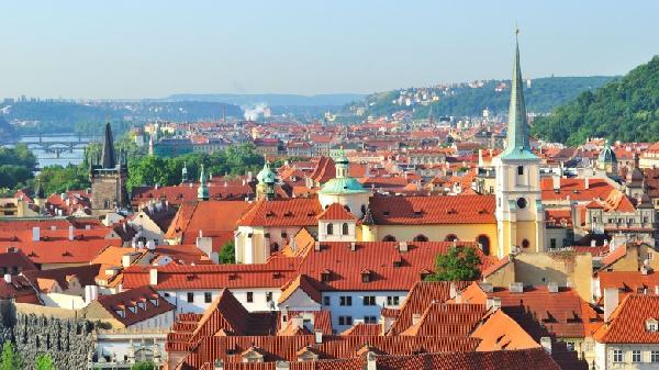 Skyline-of-Prague-Czech-Republic-780x438
