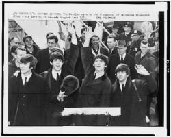 The_Beatles_Kennedy_Airport_February_1964-250x200