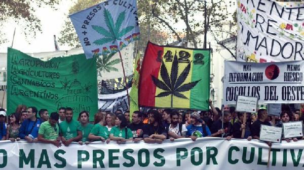 ft-marcha-marihuana-2-780x438