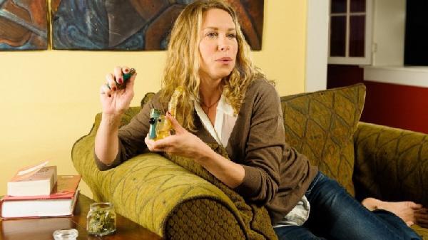white-female-smoking-marijuana_3583-1024x819-780x438